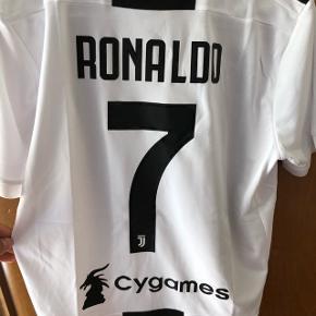 Maillot de foot de la JUVENTUS saison 2018/2019, Cristiano Ronaldo 7, taille M, jamais porter en très bonne état !!