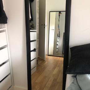 Langt spejl med sorte kanter #Secondchancesummer