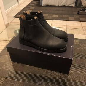 Er par lækre Chelsea boots fra Et Al Design Copenhagen   Brugt meget få gange   Åben for at handle