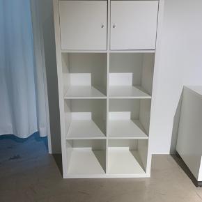 Fin reol fra Ikea med to låger. Brugt meget lidt , 1 år gammelt . Afhentes i showroom i Bella Center.