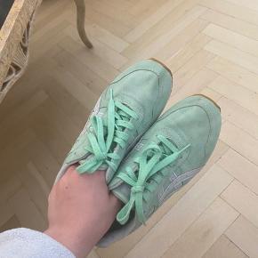 Hej, jeg sælger disse sneakers da jeg købte dem for nogle år siden, men har egentligt samlet støv siden. Brugt ca. 5 gange :) Cond er 8, ingen kvittering eller original boks