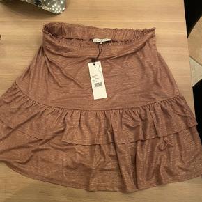 Super fin nederdel  Aldrig brugt med pris tags