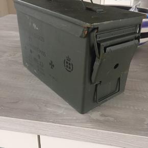 Metal ammunitionskasse str 19x27x15 cm - har i alt 4 stk tilbage. 75,- pr stk - ellers byd samlet for alle 4 stk