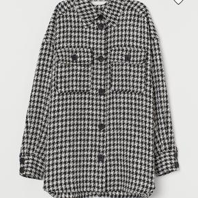 Flot vævet skjorte fra H&M i str. L/XL. Aldrig brugt.