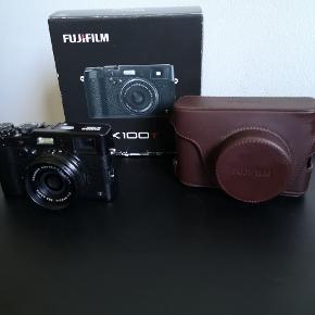 Flot og virkeligt godt FujifilmX100t.  Eksklusivt læderetui medfølger.