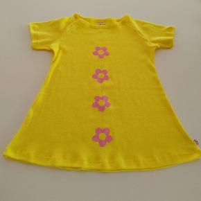 Ny solgul retro kjole med lyserøde blomster STR. 98/104