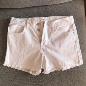 Mango shorts i hvid Brugt få gange Ingen brugstegn Ikke ryger