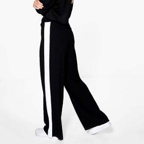 a72da235052b Wideleg bukser fra boohoo i str. 36 men store i størrelsen og lange. Aldrig