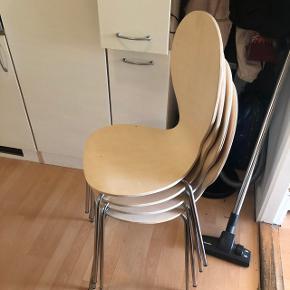 4 stole klar til afhentning i Viby, lidt slid på stolene.