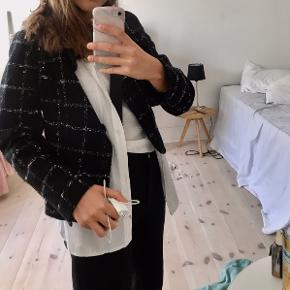 Sælger denne ternet jakke :))