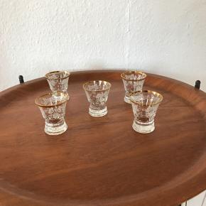 5 skønne små glas med guldkant   Til salg på flere sider