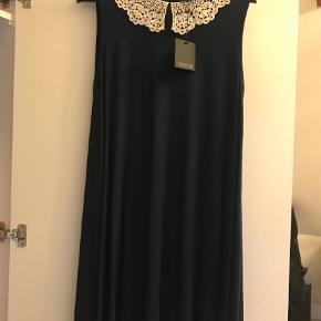 Maxi kjole 🏷 Asos 💵 50kr ekskl. Porto 📏 Str. L  Skriv til mig, hvis du er interesseret. Jeg sender samme dag, hvis der købes inden kl. 15*!❤️❤️❤️ Køber betaler selv fragt. Købte varer tages ikke retur. Bytter ikke.