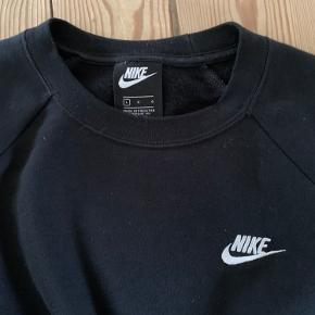 Fed ny Nike sweatshirt - aldrig brugt dog er mærker taget af 😉