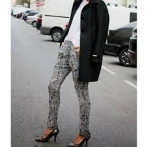 ISABEL MARANT POUR H&M bukser  Søgeord: silk pants silkebukser  i 100% silke.  Med stiklommer i siderne. Elastisk linning.   Er IKKE transparent øverst da de har kort tyndt indv. foer i shortslængde - også i ren silke   #30dayssellout
