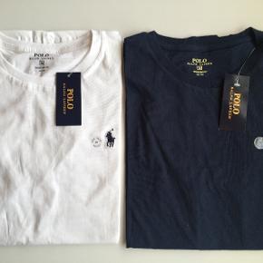 Helt nye og ubrugte Ralph Laurens t-shirts i størrelse medium. Pasformen er custom fit. 100% ægte.Bytter gerne t-shirten tilbage inden for 14 dage, hvis du ikke er tilfreds.  Prisen er 200 kr. pr .stk. Jeg betaler gerne porto, hvis de skal sendes. De kan også afhentes i Odense.