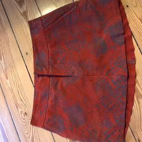 Ruskinds nederdel med print. Super fed til en strik. Str xs. Kort nederdel.