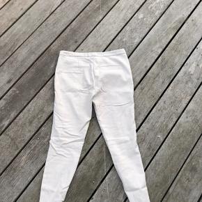 Super fine habitbukser i et flot sandfarvet stof.  Brugt 2 gange.  Er åben for bud:)