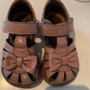 Så pæne sandaler fra angulus.  Nærmest ingen snudeslid.