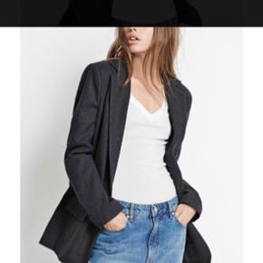 Super sej blazer / frakke i uld fra Envii! God som ny 👍🏽 Str. Medium, men passer også en Large. 50 % uld 50 % polyester  🧥