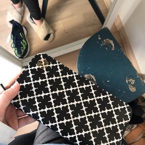Sælger denne taske/pung fra Malene Birger. Ingen tegn på slid - aldrig brugt 🌷 bud på 350,-