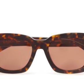 Nye ganni solbriller sælges da de ikke bruges. Itui og pudseklud haves. Afhentning i indre by 🧡 sælges billigt! Kom med bud!