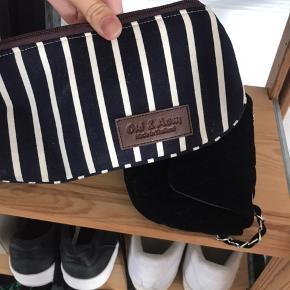 Taske som kan bruges som makeuptaske eller penalhus