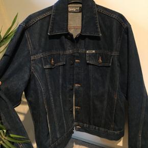 Cowboy/denim jakke Str XL fitter en del mindre!! Nok en oversize S og normal M Mærke: noise Mp 200 + fragt Bin 250 + fragt