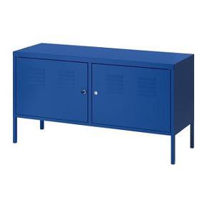 Fint metal skab fra Ikea - den har en lille skramme på toppen, men ellers fin!