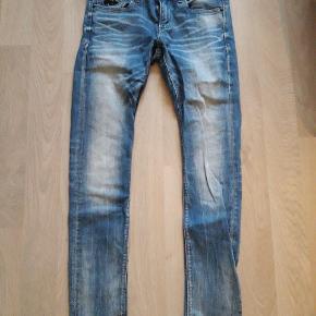 W31/L32 lækre jeans/cowboybukser til herre. Skinny model. Brugt få gange. Fra ikke rygerhjem.