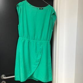 Super smuk kjole Farven er lidt mere kraftig end billedet Næsten som ny Str. 42