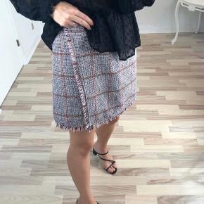 Smukkeste nederdel kun prøvet på, str 28 ❤️