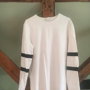 Som ny trøje fra cos. Ingen mærker fra brug