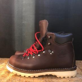 Diemme støvler der lige nu kan købes i forretningerne til 3.000kr.   Brugt meget få gange med meget få brugsspor.