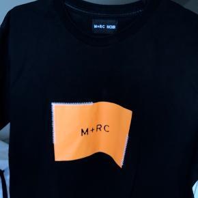 M+RC NOIR stitching tee Nypris ~600kr Cond 9, stort set ubrugt da den desværre er en tand lille - god kvalitet og fede detaljer Tager bud fra 250kr Køb nu 500kr