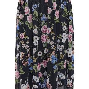Smuk mesh nederdel fra Only.  Brugt få gange.