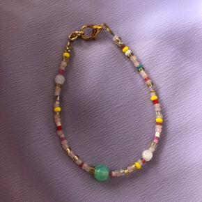 Perle armbånd Multi farvede lyse perler  Mål: 16.5 cm 💮 Prisen er fast og inkl Porto med postnord