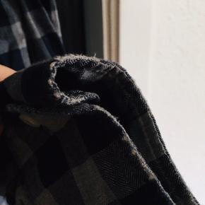 • Ralph Lauren skjorte, custom fit • Sender gerne, modtager betaler porto • Betaling via MobilePay   OBS! Lav pris p.g.a.: • Hul i ene ærme ved albue • Almindeligt slid ved håndled