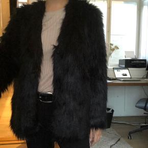 Faux fur fra Malene Birger.  Desværre for lille til mig.