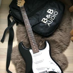 Sælger denne el guitar da jeg aldrig får den brugt - købt for 4 år siden Tag det ikke af mærket! Den er blevet betalt og justeret af min ven som er proffesionel så alting er perfekt.  Der medfølger en taske og en strap.  Hvis den skal sendes er det køberen der selv betaler for fragt.  Kom gerne med nogle seriøse bud  Skriv for flere billeder