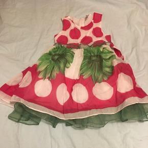 Super flot kjole str 3-4 år.  Fra dyre- og røgfrit hjem.