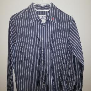 50 kr pr skjorte, aldrig brugt.