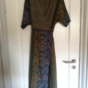 b3bffab06a4 Slå-om kjole fra Sissel Edelbo i perfekt stand. Kun brugt én gang.