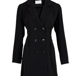 Blazer kjole-vanvittig lækker også i kvaliteten. Er desværre groet ud af den, inden den kom i brug🙄