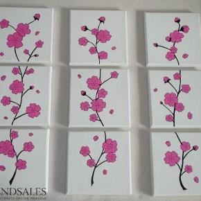 Brand: DIY Varetype: Cherry Blossom tre forskellige - kirsebær blomster grene Størrelse: 15x15 Farve: - Denne vare er designet af mig selv.  Eget design. De er malet med Akrylmaling på lærred. Signeret.  Lad ikke malerierne røre hinanden, da de kan klister sammen. Egen påsætning af ophængning      Før: 300kr pp. NU KUN: 200pp  - En blomst af 3skt malerier 15x15cm.      * * * Se også mine andre annoncer * * *