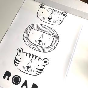 """A Little Lovely Company """"Roar"""" Poster. Original plakat med tigre med teksten """"Roar"""". Rigtig sej til at hænge op på børneværelset 🐆🦁🐯 Mål: 50x70 cm.   Byd gerne kan både afhentes i Århus C eller sendes på købers regning 📮✉️"""