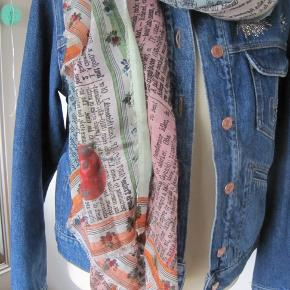 Super lækkert tørklæde fra FS, som ikke er taget i brug.  175x140 Mange smukke farver i det.