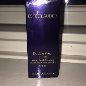 Helt ny Estee Lauder foundation, købt i forkert farve. Kun prøvet.💜  Ny pris 350kr.   Farven er desert beige som også fremgår på billederne.