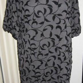 Fresh Spirit tunika/kjole str. 50. Bm 2x60 cm. Længde 75 cm. 50 kr. plus porto (m6745)  Bytter ikke og prisen er mp