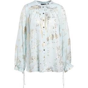 Smukkeste silkeskjorte fra SG. Er en XS men jeg er en small og passer den.
