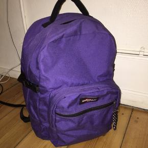 Mørkelilla Eastpack rygsæk/skoletaske   Tasker har også computerrum. Kom gerne med et bud.